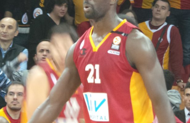 Pops Mensah-Bonsu By Ultraslansi - Own work, CC BY-SA 3.0,